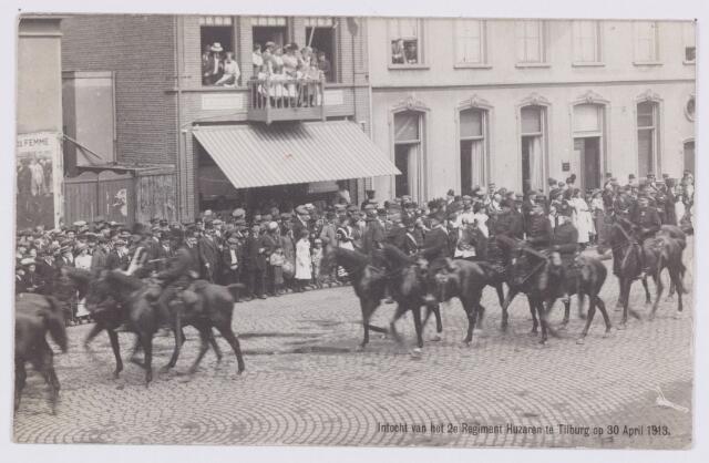 053556 - Intocht van tweede regiment Huzaren