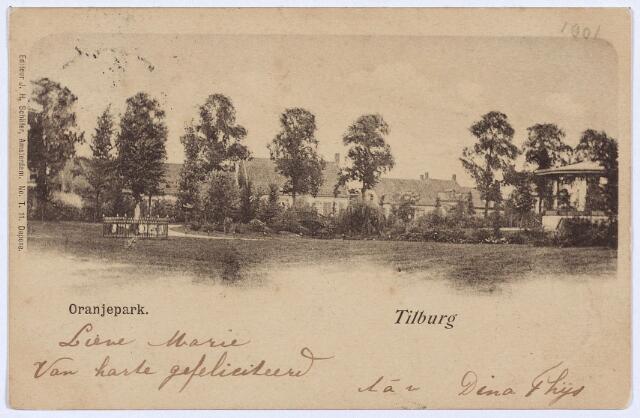 002973 - Wilhelminapark, voorheen Oranjepark met links de Wilhelminaboom en rechts de muziekkiosk.