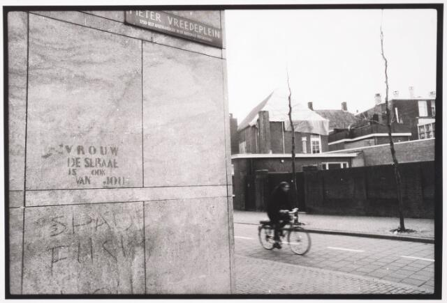 033548 - Rode fietspad in de Tuinstraat op de hoogte van het Pieter Vreedeplein