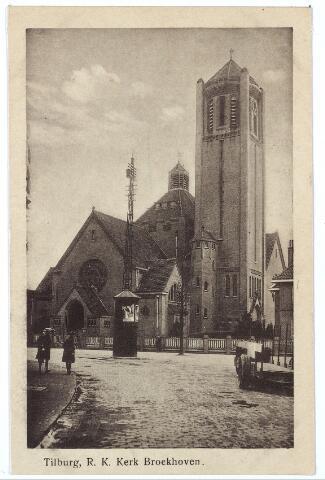 000296 - De huidige Voltstraat met op de achtergrond de kerk van O.L.V. Moeder van Goede Raad met transformatorhuisje en lichtmast aan de Broekhovenseweg.