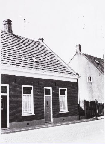 034429 - Lijnsheike 135; thans heet dit deel van de straat Von Weberstraat. De meeste huizen aan het Lijnsheike zijn inmiddels gesloopt.