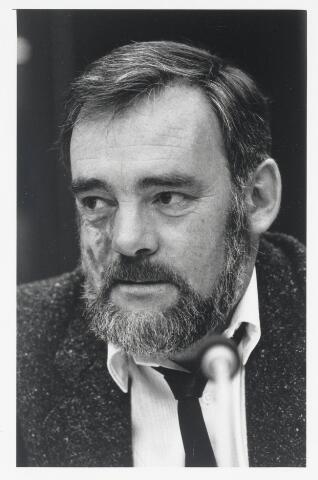 90998 - Made en Drimmelen. Raadslid A.H. van Gennip (Gemeentebelangen), tijdens de raadsperiode 1986 - 1990