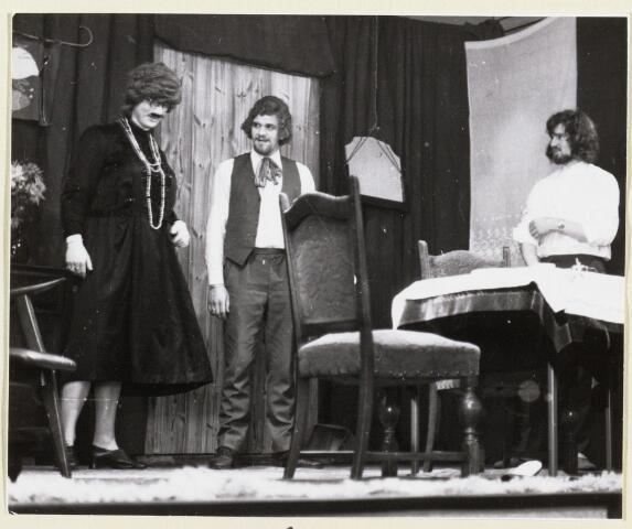 """101364 - Toneel. Den Hout. De K.P.J.  Het toneelstuk """"De tante uit Dollarland"""", opgevoerd ter gelegenheid van het 50-jarig bestaan van de KPJ"""