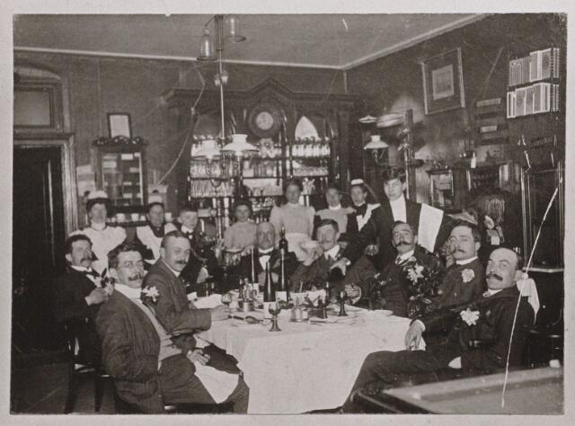 """100172 - Café. Feest in de """"Koppelpaarden"""""""