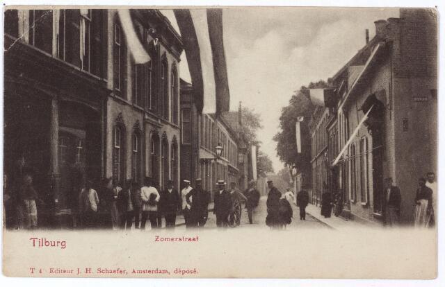 001198 - De Zomerstraat, nu Heuvelstraat, tussen de Nieuwlandstraat en de Nederlands-Hervormde kerk (rechts achter de bomen).