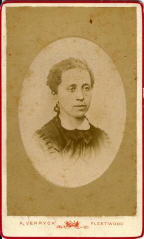 092935 - Hendrika Reijners, geboren te Druten op 9 maart 1825 en overleden te Arnhem op 28 februari 1899, dochter van Mattheus Reijners en Geertruida van Kessel. Zij trouwde te Druten in 1854 met de Tilburger Bernardus J.A. van Spaendonck.