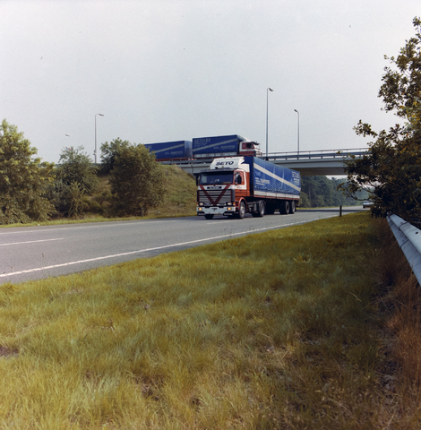 1237_010_681_002 - S.E.T.O. logistics: wagenpark en loods.
