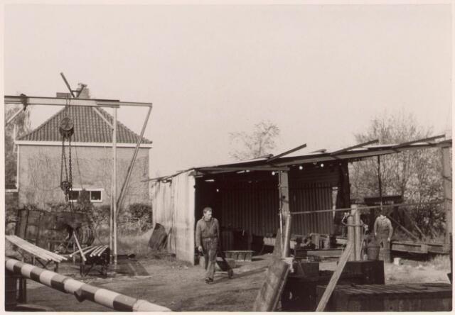 022412 - Achterzijde van de boerderij aan de Oude Hoeksebaan, thans Hoekse pad, eind 1963.