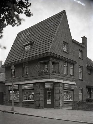 653870 - Middenstand. Winkel van kruidenier Van Stiphout.