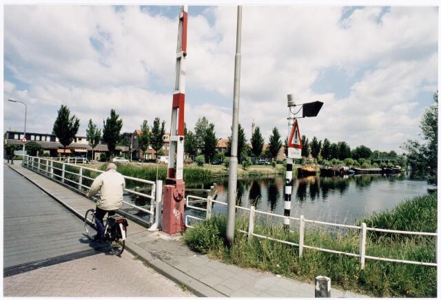 039945 - Draaibrug over het Wilhelminakanaal op de route Prinsenhoeven/Hoevenseweg.