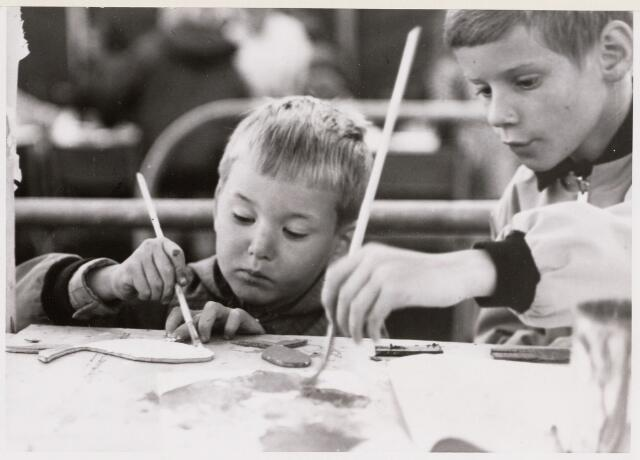 100138 - Vakantiekinderspelen. Schilderen kinderen
