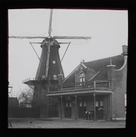 654091 - Topografie. Windmolen en café aan het Rosmolenplein.
