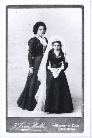 004359 - Niet meer bekend dan: Cor van GORP. Foto is vermoedelijk gemaakt t.g.v. de eerste H. Communie, die vroeger rond de leeftijd van 12 jaar plaats vond.