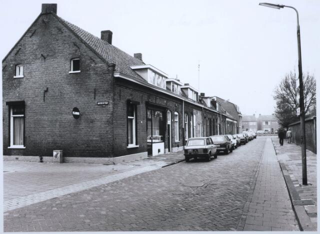 027566 - Oude Dijk 12-34, hoek Van Doorenstraat