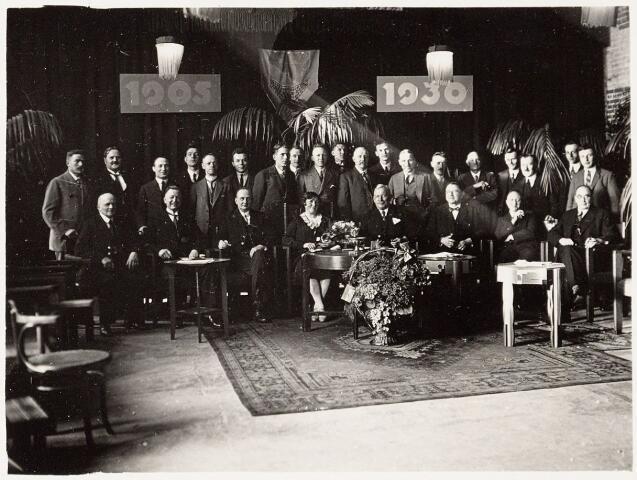 051783 - Lager en Middelbaar Voortgezet Onderwijs. R.K. Ambachtsschool - en Industrieschool en R.K. Technische school van de parochie Noordhoek. Personeel in 1930.