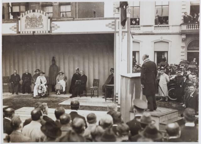 053294 - Koninklijke Bezoeken. Onthulling van het standbeeld van Willem II in aanwezigheid van koningin Wilhelmina.