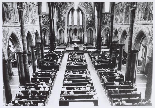 020032 - Interieur van de kerk van het Heilig Hart, parochie Noordhoek. De muurschilderingen zijn gemaakt door Egbert Dekkers