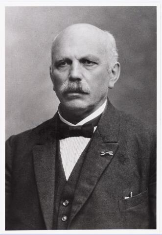 007471 - Bidprentje. Bidprentje van Theodorus Hubertus van Mierlo (gehuwd met M.A.V. van Wel) oud-directeur der Gem. Gas en Elecriciteits fabriek te Tilburg. Geboren´s-Hertogenbosch 8 juni 1862, Overleden te Deurne 10 oktober 1929.