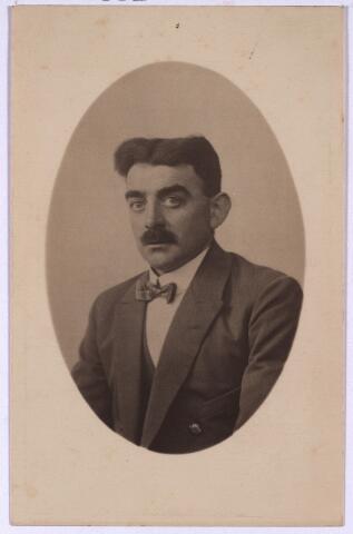 003392 - Hendricus van der Aa, geboren te Hooge en Lage Mierde 13.3.1891, overleden te Tilburg 26.11.1929, echtgenoot van Anna M.P.B. Lankes. Hij was lid van het broederschap van O.L.V. in 't Zand (Roermond) en bestuurslid van harmonie 'l Echo des Montagnes'.