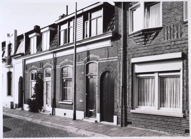 023760 - Panden Kloosterstraat 53 (rechts) en 55 (links) eind oktober 1985