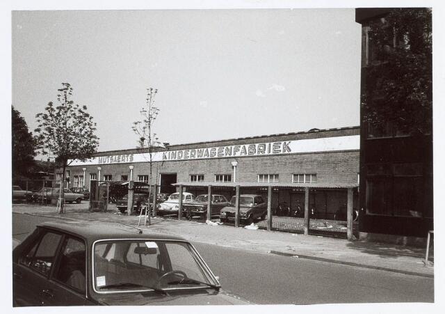 019891 - Kinderwagenfabriek Mutsaerts aan de Groenstraat, tegenwoordig een filiaal van supermarktketen Jumbo. In de fabriek brak regelmatig brand uit wegens het gebruik en opslag van brandgevaarlijke grondstoffen