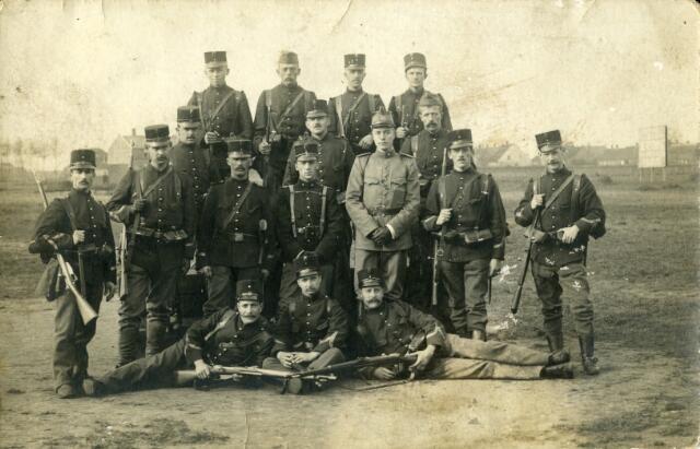 092891 - Eerste Wereldoorlog. Het Nederlandse leger ter velde tijdens de mobilisatie. Ingekwartierde soldaten in Tilburg.