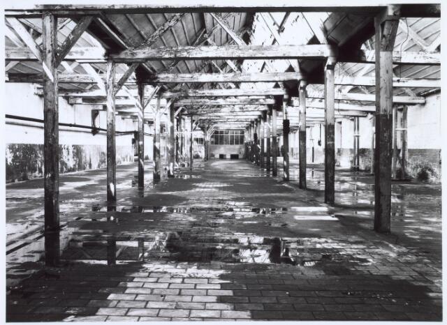 019258 - Interieur van een gebouw van de voormalige wollenstoffenfabriek C. Mommers