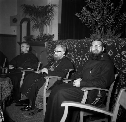 050639 - 25-jarig jubileum mgr. Brans, missiebisschop paters capucijnen.