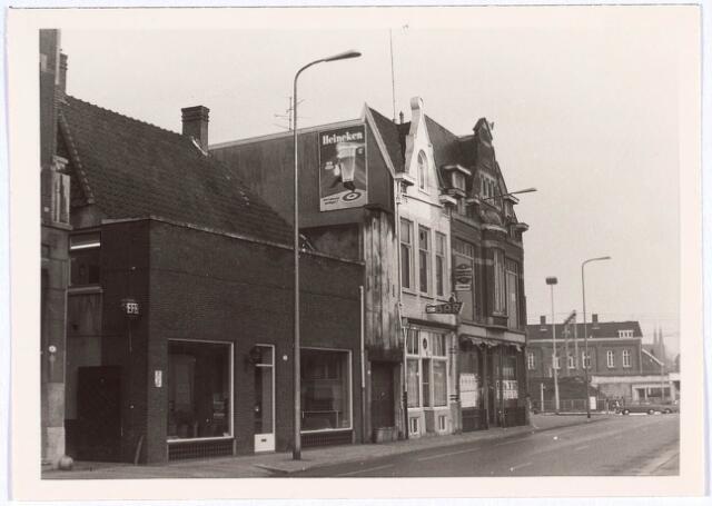 021018 - Winkelpanden aan de westzijde van de Heuvel eind 1969
