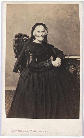 005039 - Waarschijnlijk: Antonia Josepha LEURS-VAN DOOREN (Tilburg 1791 - ) trouwde in 1823 met Joannes Stephanus Leurs (Eindhoven 1790), ontvanger der accijnsen. Zij was een dochter van Martinus Cornelis van Dooren en Adriana Josepha Dams.