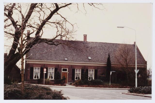 062879 - Boerderij voorheen van de familie van Roestel aan de De Kraan 1