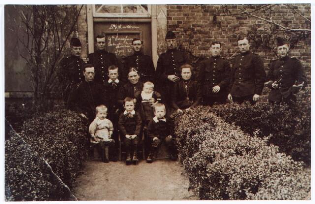 062011 - Eerste wereldoorlog. Inkwartiering tijdens de 1e wereldoorlog bij de familie Van Kasteren in Oisterwijk. Later woonde deze familie aan de Heikantsebaan in Berkel-Enschot.
