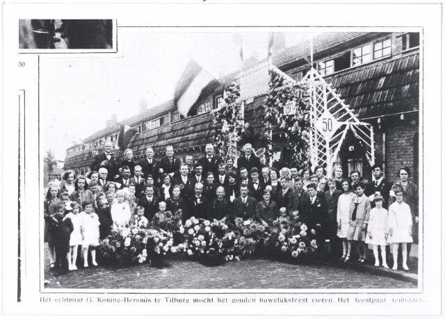 004978 - Gouden bruiloft van het echtpaar de KONING-HERSMIS, Thomasstraat 12. Wilhelmina Hersmis werd geboren in 1877 in Berkel en trouwde in 1927 in Tilburg met Godefridus de Koning.  Reproductie uit Brabantse Illustratie