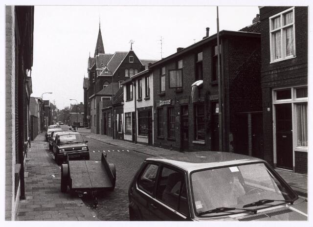 018177 - Elzenstraat in de richting van de Noordhoekring. Rechts op de achtergrond de lagere school