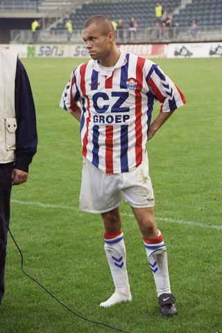 TLB023000957_005 - Willem II speelt thuis tegen Feyenoord; Earnest Stewart op één schoen.