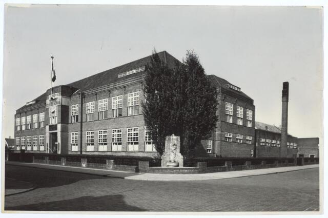 027095 - Hogere Textielschool, voor- en zijaanzicht, Lange Schijfstraat, thans Noordhoekring (180-182).