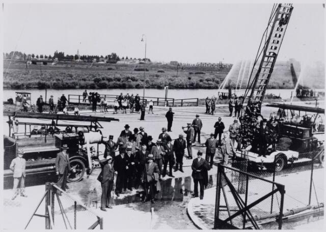 103702 - Brandweer. Demonstratie Lovense Kanaaldijk.