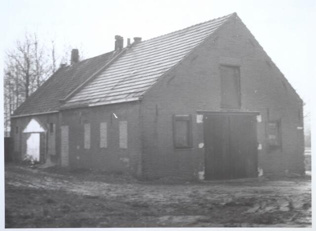 026744 - Boerderij aan de Nieuw Lovenstraat 71, vanaf 1965 Nautilusstraat geheten. Deze boerderij is gesloopt in 1964. Laatste bewoner was C. van der Aa. Dit gedeelte van de straat bestaat niet meer (thans industrieterrein).