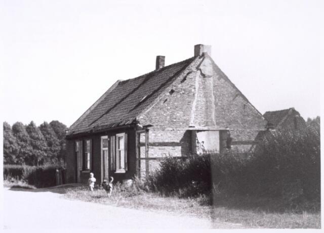 018903 - Panden aan de Oude Hoeksebaan (thans Gershwinstraat) anno 1964. Een pand ernaast brandde op 2 januari 1959 volledig uit