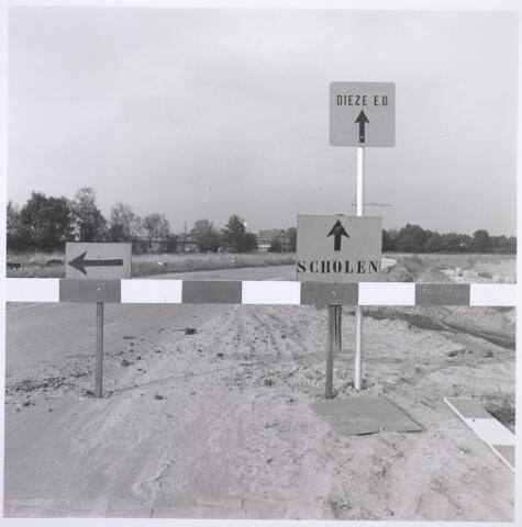 026805 - De Blaak in opbouw. Niers (midden). Links bij de bomen het Dongepad. Op de voorgrond links de  Weteringlaan en rechts de  Beeklaan.