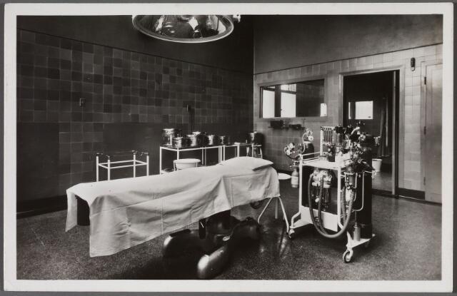 011113 - Elisabethziekenhuis. Gezondheidszorg. Ziekenhuizen. Operatiekamer in het St. Elisabethziekenhuis aan de Jan van Beverwijckstraat.