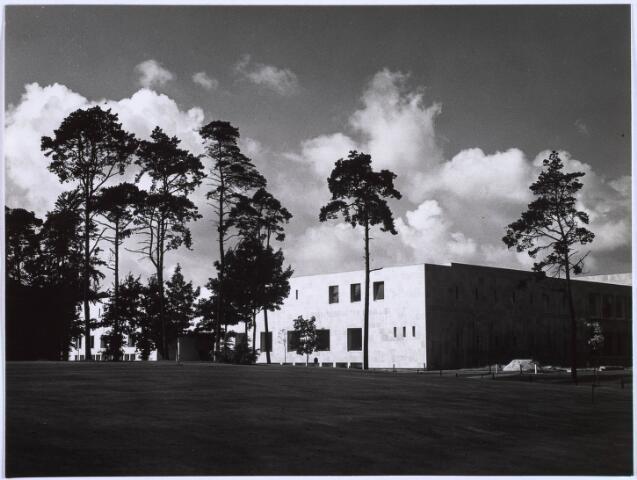 022613 - Gedeelte van het complex van de Katholieke Economische Hogeschool (thans Universiteit van Tilburg)