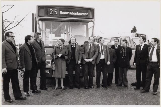 101469 - Openbaar vervoer. B.B.A. bus lijn 25 naar Raamsdonksveer.