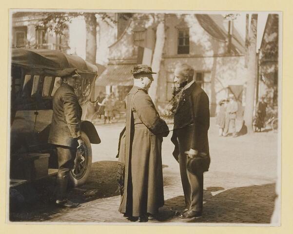 075457 - Onthulling standbeeld Pater Poirters (1926).  Onthulling door Jonkheer Van Sasse van IJsselt op 19 september 1926.
