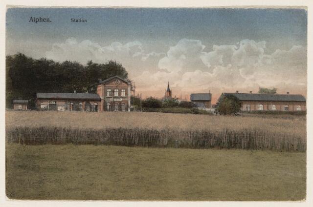 065248 - Openbaar vervoer. Het station te Alphen werd in 1867 gebouwd aan de spoorlijn van Turnhout naar Tilburg; door toeneming van het vrachtverkeer over de weg werd de lijn onrendabel en het vervoer per rails werd gestaakt; het station werd in 1968 afgebroken