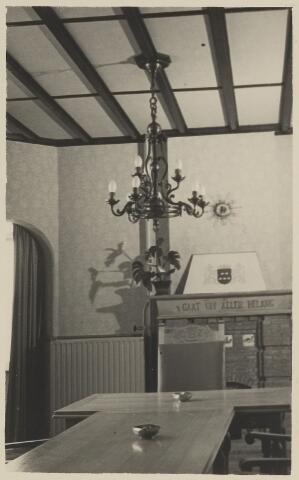 058694 - Interieur raadzaal gemeentehuis. Ingebruik genomen op 6 september 1952 na de verbouwing.