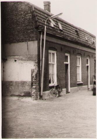 028423 - Panden aan het Pieter Vreedepad 15 tot en met 27, thans Pieter Vreedeplein; Deze panden werden door de gemeente aangekocht van F.J. Naaijkens en later gesloopt.