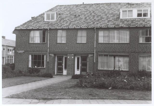 023611 - Panden aan de Karel Doormanlaan medio 1976