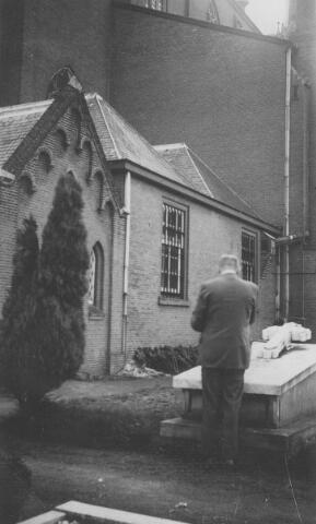 065689 - Achterzijde en kerkhof St. Dionysiuskerk.