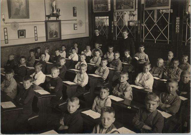 653004 - St. Antoniusschool, 2e klas, fr Johannes Climacus Santegoeds, fr Andreas Avelinus v. Zoest